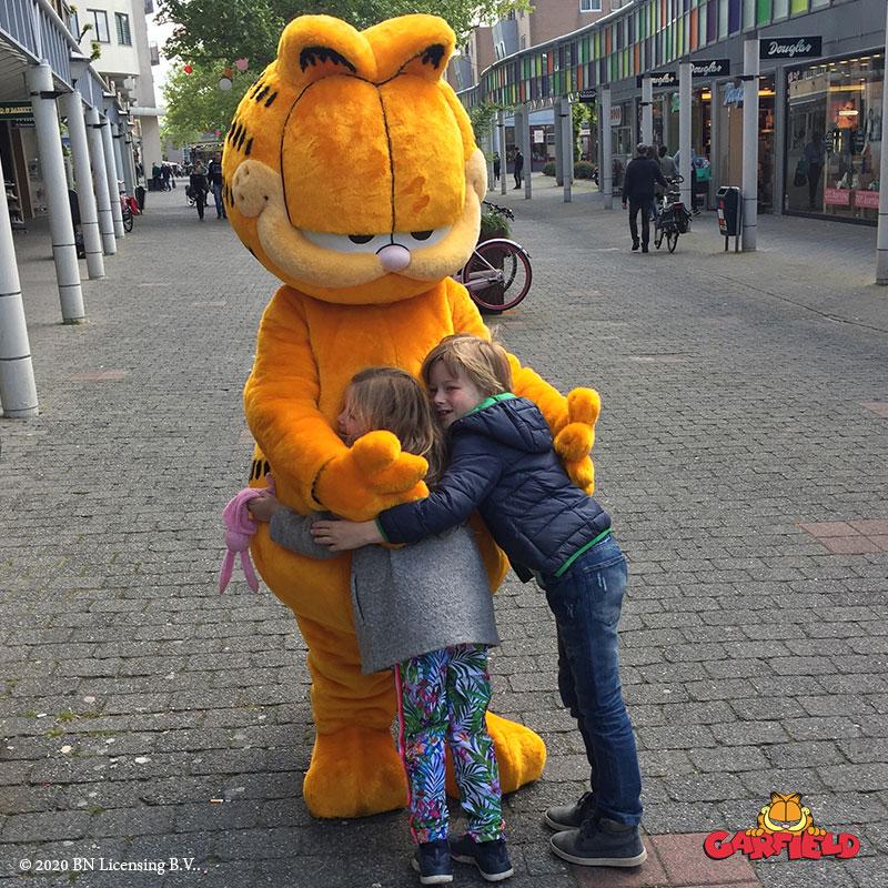 Garfield, Garfield huren, Garfield inhuren, Meet en greet, Meet & Greet, kinderentertainment, tv karakter inhuren, winkelcentrumpromotie, looppop inhuren, bekende kinderfiguren inhuren, boeken kinderentertainment,